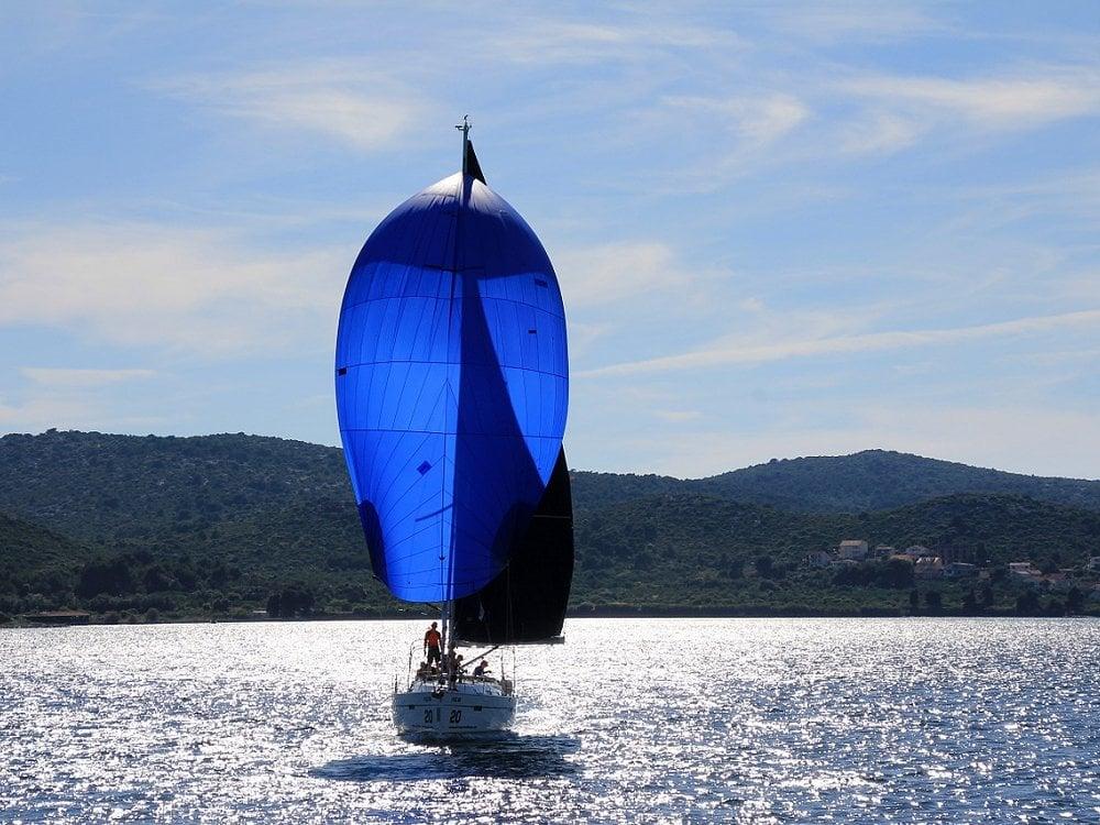 Surca el océano Atlántico en tu propio velero Tenrife, una experiencia inolvidable.